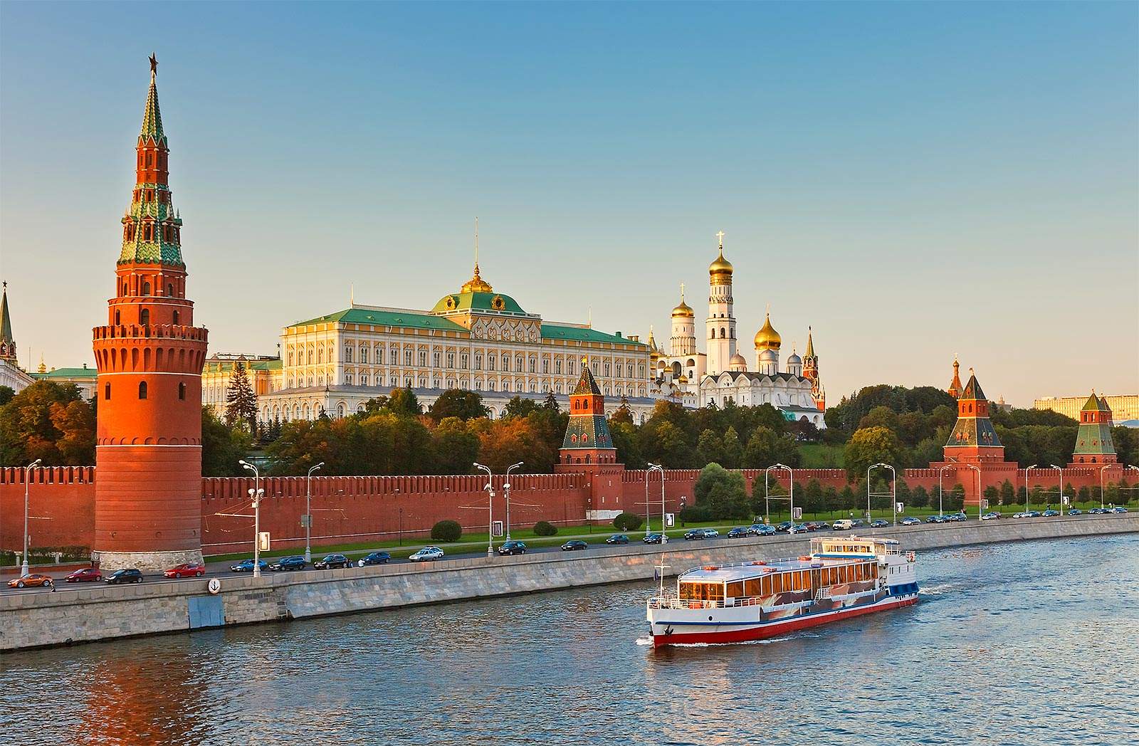 Москва заработала 600 млрд рублей на туристах